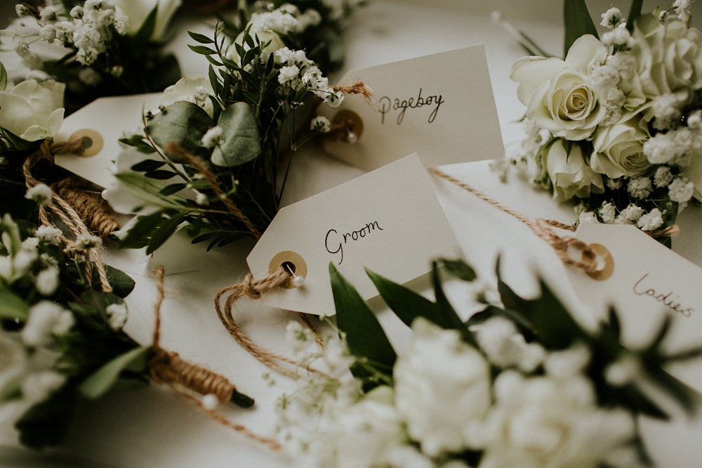 Hertfordshire florist wedding flowers rustic natural white green buttonholes Essendon country club